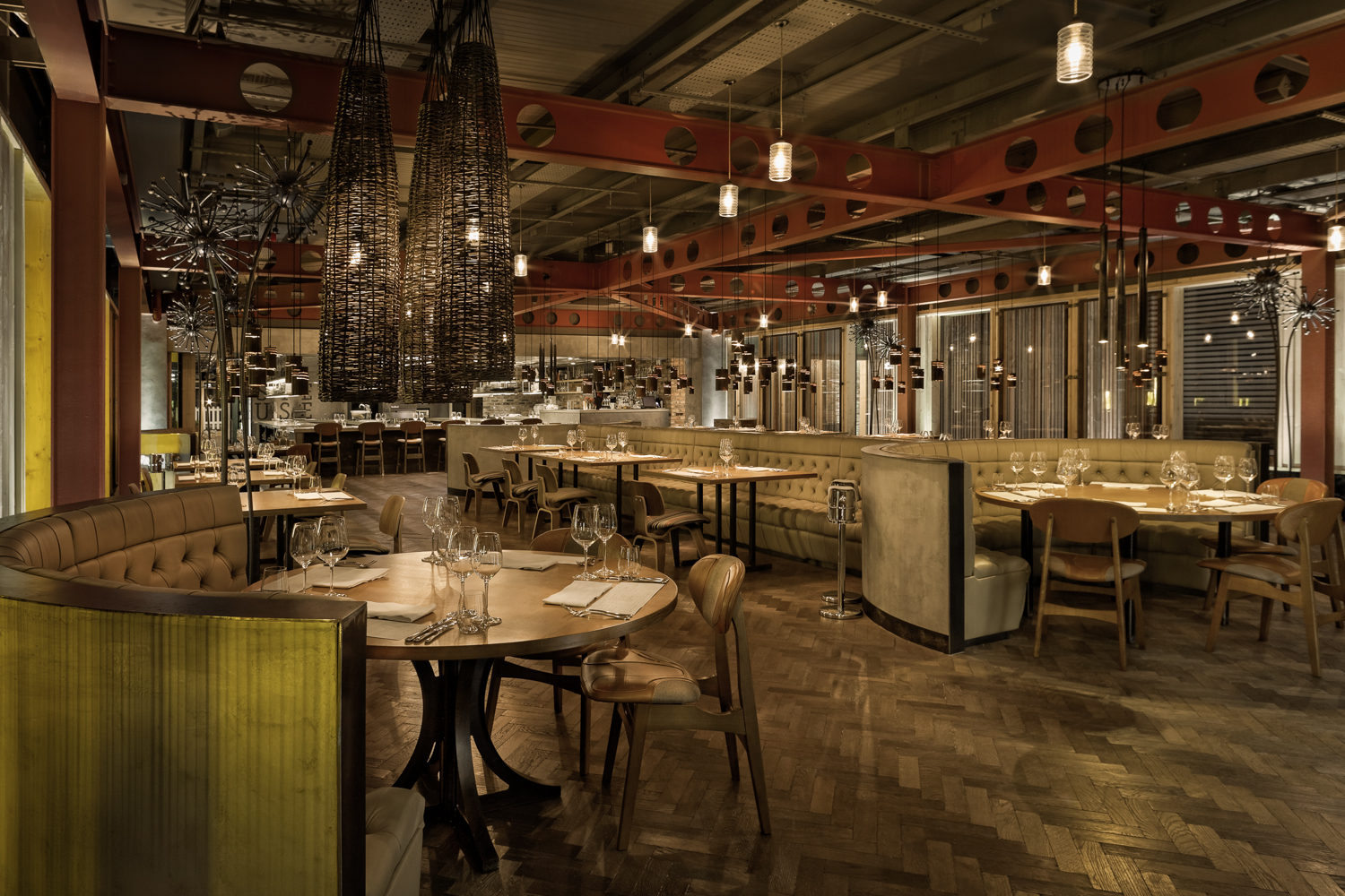 Manchester house and el gato negro star at national for Design manchester